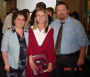 Impreuna cu sotia Rozy si fata Alexandra, la terminarea liceului